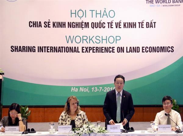 Chuyên gia quốc tế chia sẻ kinh nghiệm về kinh tế đất đai