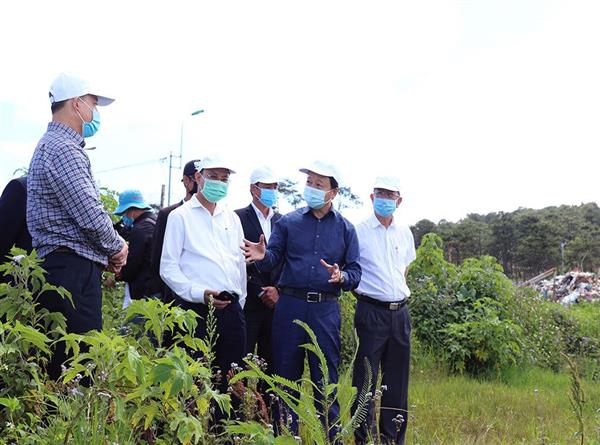 """Bộ trưởng Trần Hồng Hà thị sát """"điểm đen"""" rác thải tại Đà Lạt"""